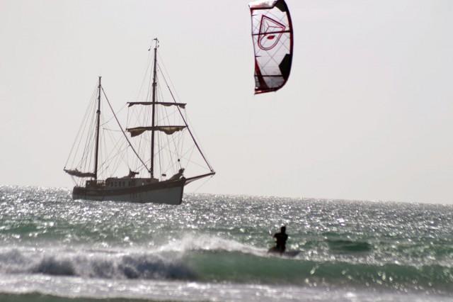 kitesurfing-Kap-Verde-airush-and-boat